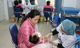 Hệ lụy từ việc chờ vắc-xin dịch vụ để tiêm chủng cho trẻ