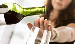 """Ðừng để rượu """"tàn phá"""" sức khỏe"""