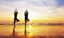 """Tìm lại """"mùa xuân"""" nhờ yoga"""