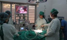 Khi phẫu thuật nội soi về bệnh viện huyện