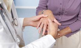 Viêm khớp vẩy nến: Chữa sớm, tránh tàn phế