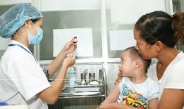Phụ huynh lơ là tiêm chủng, dịch bệnh tấn công trẻ