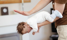 Phòng tránh sặc sữa ở trẻ