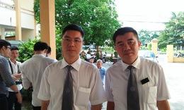 """Xét xử vụ án tai biến chạy thận tại BVĐK tỉnh Hòa Bình: Cùng một tội danh, vì sao """"Người tại ngoại - Kẻ ngồi tù""""?"""