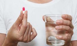 Nước uống ảnh hưởng đến hấp thu thuốc thế nào?