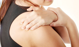 Đông cứng khớp vai và biện pháp chữa trị