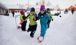Mùa lạnh, không cho trẻ ra ngoài trời, có nên không?