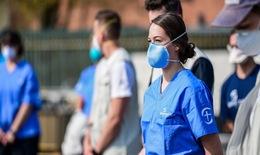 Nhân viên y tế - lực lượng cần được bảo vệ trong dịch COVID-19