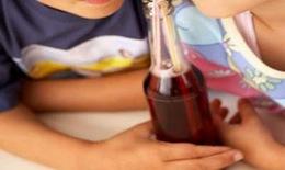 Cho trẻ uống nhiều nước ngọt: Coi chừng mắc gan nhiễm mỡ