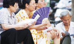 Cách bảo vệ sức khỏe người cao tuổi khi nắng nóng