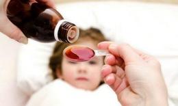 Trẻ dùng thuốc hạ sốt quá liều nguy hại khó lường