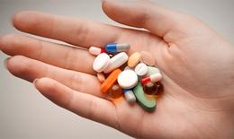 Vì sao thuốc huyết áp lại gây khô mắt?
