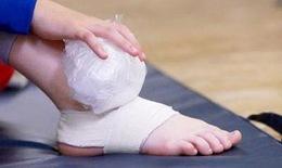 Xử trí đúng khi bị bong gân khớp cổ chân