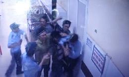 Người nhà bệnh nhân chửi bác sĩ và tấn công bảo vệ bệnh viện ở Đắk Lắk