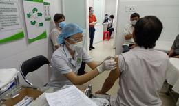 Xúc động cảnh tiêm chủng an toàn cho người già, người nhiều bệnh nền