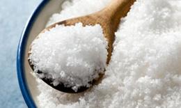 Vì sao nên giảm muối trong chế độ ăn?