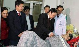 Thứ trưởng Bộ Y tế kiểm tra và chúc tết tại Hà Tĩnh