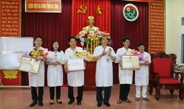 Trao bằng khen của Bộ trưởng Y tế cho 3 bác sĩ hiến máu cứu sống sản phụ