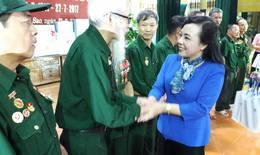 Bộ trưởng Bộ Y tế thăm, tặng quà thương bệnh binh tại Trung tâm điều dưỡng Kim Bảng