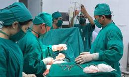 Quảng Nam: Hút 2500ml máu tràn ổ bụng cứu bệnh nhân bị vỡ thai ngoài tử cung