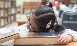 Cảnh báo: Ngày càng nhiều học sinh bị trầm cảm vì áp lực học tập