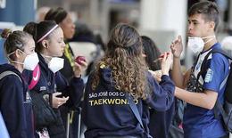 Dịch COVID-19 diễn biến phức tạp, Mỹ cấm người từ châu Âu nhập cảnh