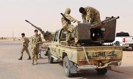 """Cuộc chiến tranh giành """"miếng bánh"""" dầu mỏ ở Libya"""