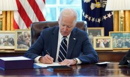 Tổng thống Mỹ ký ban hành gói cứu trợ lớn nhất lịch sử