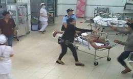 Côn đồ lao vào viện khống chế bác sĩ, chém bệnh nhân đứt khí quản
