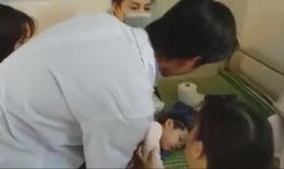 """Trạm trưởng y tế 8x""""giành sự sống"""" cho cháu bé đuối nước đã nổi trên mặt ao"""