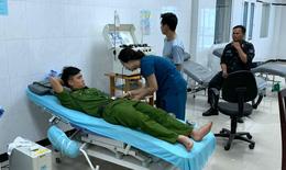 """30 cảnh sát cơ động """"đổ bộ"""" đến bệnh viện hiến máu cứu sống bệnh nhân viêm tụy cấp"""