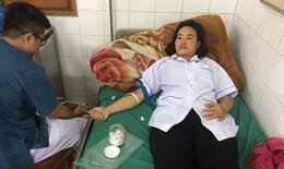 Nhân viên y tế đảo Bạch Long Vĩ hiến máu cứu sống sản phụ chửa ngoài tử cung bị vỡ