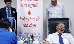 Thứ trưởng Bộ Y tế cùng tuổi trẻ ngành y tế tham gia hiến máu