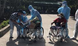 """Nhật ký từ """"tâm dịch"""" ngày 16/8:  70 bệnh nhân F1 điều trị ở BV Đà Nẵng chuyển về Bắc Quảng Nam được ra viện"""