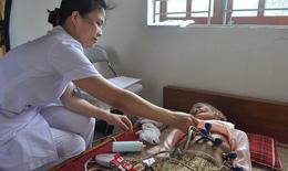 Tặng quà, khám, cấp thuốc miễn phí cho người nghèo
