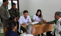 Khám, cấp thuốc miễn phí cho 350 người dân làng Hữu Nghị Việt - Lào