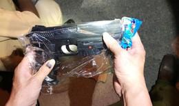 Hà Tĩnh: Bắt giữ xe khách vận chuyển 150 khẩu súng bắn đạn bi