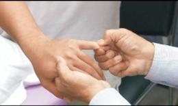 Xoa bóp - bấm huyệt cải thiện yếu liệt thần kinh trụ