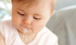 Nguyên nhân  và cách xử trí nôn trớ ở trẻ