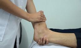 Xoa bóp & tập luyện phòng và trị thoái hóa khớp cổ chân