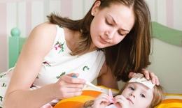 Có nên hạ sốt cho trẻ khi chưa kịp đi khám?