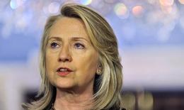 """Tranh cãi về """"hồ sơ"""" sức khỏe của bà Hillary Clinton"""