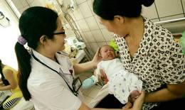 Hành trình hồi sinh bé gái được mổ lấy thai từ người mẹ bị tim bẩm sinh