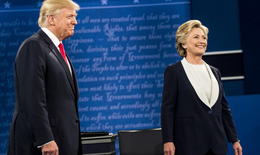 """Tỷ phú Donald Trump đang ở thế """"bất an'?"""