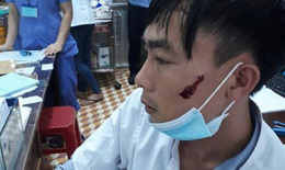 Đăk Lắk: Người nhà bệnh nhân đánh nam điều dưỡng chấn thương vùng mặt