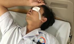 Quảng Bình: Bác sĩ đang cấp cứu thì bị người nhà bệnh nhân đánh rách mắt