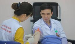 Y bác sĩ hiến 8.000 đơn vị máu cho người bệnh