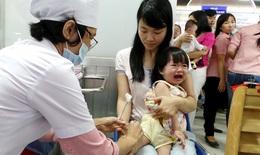 Sau tiêm vắc xin, nếu thấy trẻ có 1 trong 9 dấu hiệu dưới đây cần đưa ngay đến cơ sở y tế