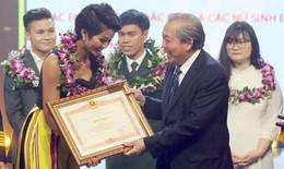 Hoa hậu H'hen Niê, cầu thủ Quang Hải lọt Top 10 Gương mặt trẻ VN tiêu biểu