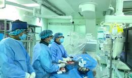 Lần đầu tiên dùng mũi khoan kim cương tái thông lòng mạch, đặt stent mạch vành
